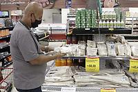 Campinas (SP), 30/03/2021 - Semana Santa - Consumidor a procura por peixe em supermercado da cidade de Campinas, interior de Sao Paulo, devido a Semana Santa.. Foto: Denny Cesare/Codigo 19 (Foto: Denny Cesare/Codigo 19/Codigo 19)