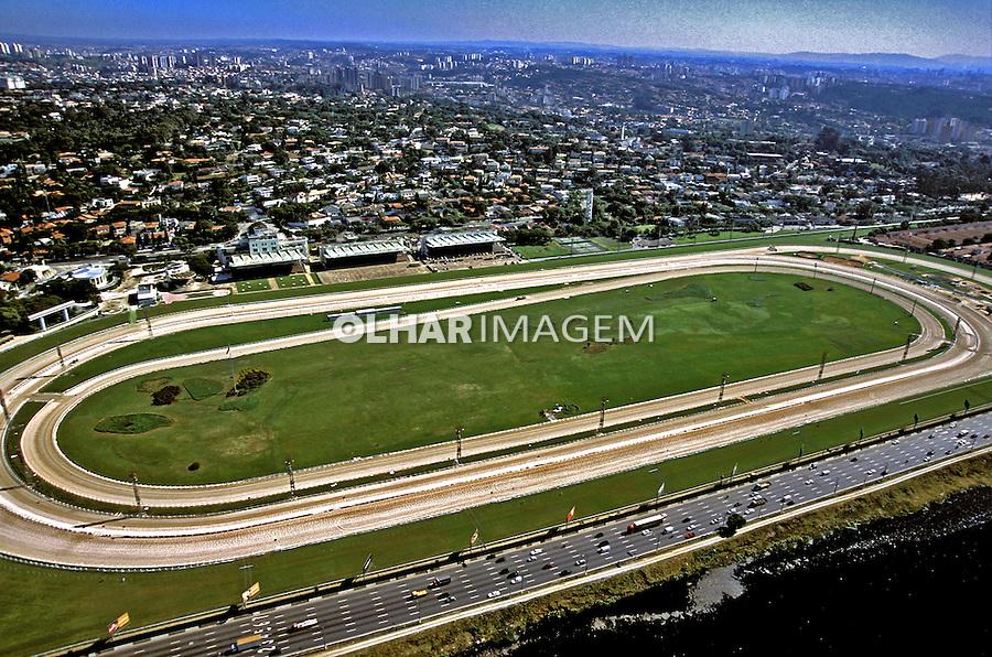 Vista aérea do Jóquei Clube e da Marginal do rio Pinheiros. São Paulo. 2002. Foto de Juca Martins.