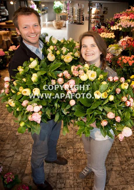 APELDOORN 180512 Chris en Marjolein van Bloembinderij De Eeuwige Lente in Apeldoorn.<br /> Foto Jorrit Knuvelder - APA Foto