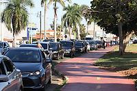Jaguariuna (SP), 15/04/2021 - Covid-SP - Fila de carros para testes da covid-19. A cidade de Jaguariúna, interior de São Paulo, por meio da Secretaria Municipal de Saúde, realiza uma ação de testagem em massa da população para a Covid-19. A ação acontece nesta quinta-feira (15), no Parque Santa Maria e no Centro Cultural. Qualquer pessoa poderá ser testada, desde que seja morador de Jaguariúna.