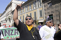 - young members of Latin Kings group participate to national demonstration of immigrants against restrictive laws of government<br /> <br /> - giovani aderenti al gruppo dei Latin Kings partecipano alla manifestazione nazionale degli immigranti contro le leggi restrittive del governo