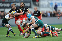 George Kruis of Saracens finds a little space in midfield during the Aviva Premiership semi final match between Saracens and Leicester Tigers at Allianz Park on Saturday 21st May 2016 (Photo: Rob Munro/Stewart Communications)