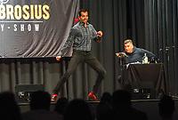 Gross-Gerau 19.09.2020: Comedy Abend in der Stadthalle<br /> Luca Brosius (l.) und Peter Kunz treten in einem gemeinsamen Comedy-Programm auf<br /> Foto: Vollformat/Marc Schüler, Schäfergasse 5, 65428 R'heim, Fon 0151/11654988, Bankverbindung KSKGG BLZ. 50852553 , KTO. 16003352. Alle Honorare zzgl. 7% MwSt.