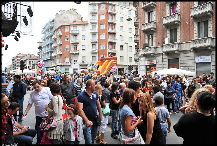 CIRCOSCRIZIONE 6 - Corso Vercelli durante la festa del quartiere.