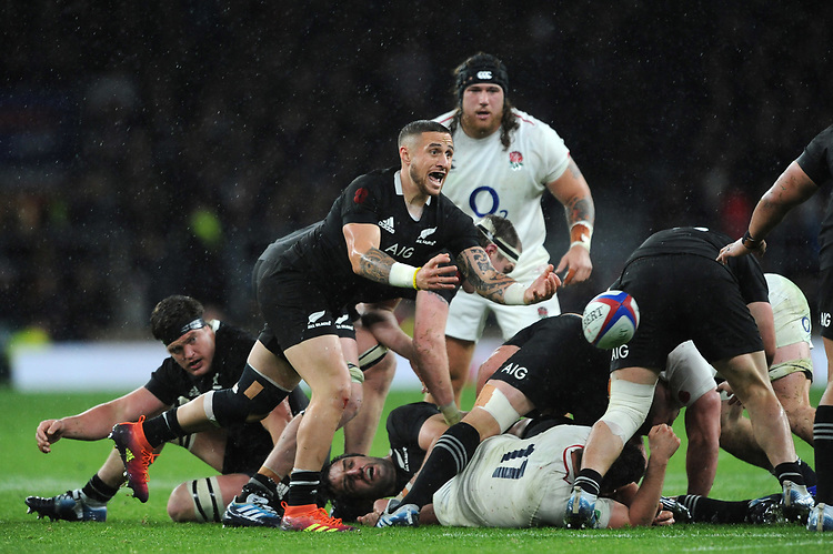 TJ Perenara of New Zealand passes during the Quilter International match between England and New Zealand at Twickenham Stadium on Saturday 10th November 2018 (Photo by Rob Munro/Stewart Communications)