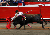 MANIZALES - COLOMBIA - 07-01-2014: Juan de Alamo, torero español, en la segunda corrida de temporada en la Plaza de Toros de Manizales, durante la 58 feria de Manizales. Juan de Alamo, a spanish bullfighter, during the second bullfight in the Plaza de Toros de Manizales during the 58 Manizales Fair. Photo: VizzorImage / Santiago Osorio / Str.