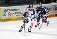 Chad Bassen (Straubing) verfolgt von Francois Methot (Adler)<br /> Adler Mannheim vs. Straubing Tigers, SAP Arena<br /> *** Local Caption *** Foto ist honorarpflichtig! zzgl. gesetzl. MwSt. <br /> Auf Anfrage in hoeherer Qualitaet/Aufloesung. Belegexemplar an: Marc Schueler, Am Ziegelfalltor 4, 64625 Bensheim, Tel. +49 (0) 6251 86 96 134, www.gameday-mediaservices.de. Email: marc.schueler@gameday-mediaservices.de, Bankverbindung: Volksbank Bergstrasse, Kto.: 151297, BLZ: 50960101