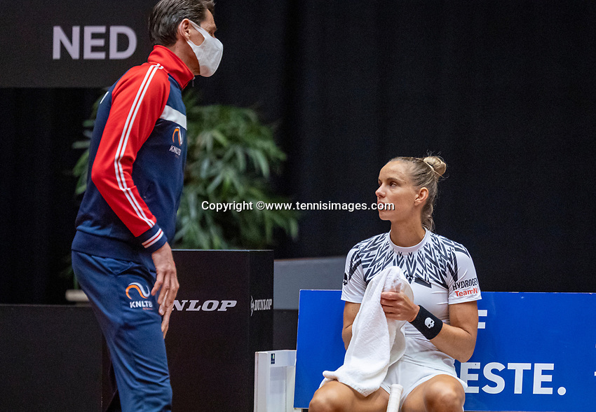 Den Bosch, The Netherlands, April 16, 2021,    Maaspoort, Billy Jean King Cup  Netherlands -  China , seccond Match:  Arantxa Rus (NED) on the bench with captain Paul Haarhuis (NED)<br /> Photo: Tennisimages/Henk Koster