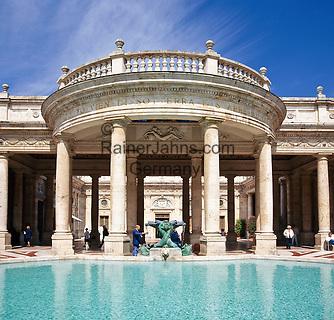 Italy, Tuscany, Montecatini Terme: The Tettuccio and pool   Italien, Toskana, Montecatini Terme: Terme Tettuccio