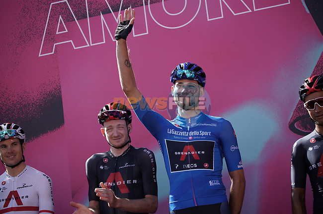 Maglia Azzurra Filippo Ganna (ITA) Ineos Grenadiers at sign on before the start of Stage 6 of the 103rd edition of the Giro d'Italia 2020 running 188km from Castrovillari to Matera, Sicily, Italy. 7th October 2020.  <br /> Picture: LaPresse/Gian Mattia D'Alberto | Cyclefile<br /> <br /> All photos usage must carry mandatory copyright credit (© Cyclefile | LaPresse/Gian Mattia D'Alberto)