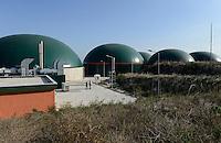 TURKEY Bandirma, Edincik, 2.1 MW biogas plant of company Telko where chicken dung from surrounded chicken farms is fermented to gas which is used for generation of electric power, biogas plant was installed by german company Bioconstruct / TUERKEI Bandirma, Edincik, 2.1 MW Biogasanlage der Firma Telko, hier wird Huehnermist von umliegenden Huehnereier Legebatterien zu Biogas und Strom, die Anlage wurde von der deutschen Firma BioConstruct errichtet, BHKW mit Jenbacher Motoren