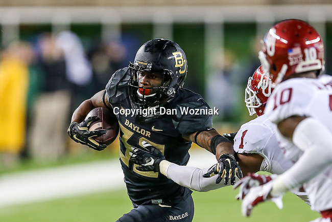 Oklahoma Sooners running back Samaje Perine (32) in action during the game between the Oklahoma Sooners  and the Baylor Bears at the McLane Stadium in Waco, Texas.