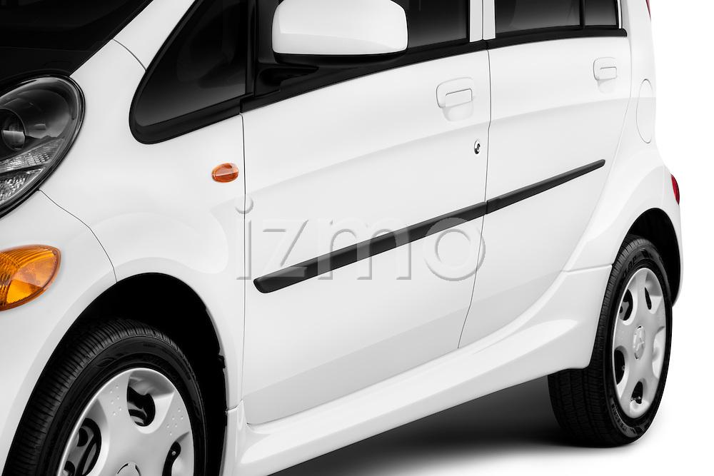 Side body molding detail on a 2012 Mitsubishi MiEV ES.