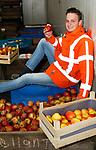 Foto: VidiPhoto<br /> <br /> DODEWAARD – De volgende generatie fruitteler De Vree staat klaar om het stokje van vader Thomas over te nemen. Na dit laatste studiejaar wordt zoon Herman de Vree (22) compagnon in VreeFruit, het fruitbedrijf in Dodewaard dat onlangs fors is uitgebreid in het aantal hectaren.