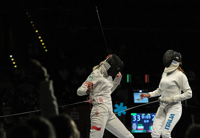 European Championships Fencing 2010 / Fecht Europameisterschaft 2010 in Leipzig - Competition Championat d'europe - im Bild: womens epee team finale - Poland : Italy - Magdalena Piekarska (POL, left) gets the last point for Poland and makes the team the new European Champion - Nathalie Moellhausen (ITA, right)    . Foto: Norman Rembarz..Norman Rembarz , Autorennummer 41043728 , Augustenstr. 2, 04317 Leipzig, Tel.: 01794887569, Hypovereinsbank: BLZ: 86020086, KN: 357889472, St.Nr.: 231/261/06432 - Jegliche kommerzielle Nutzung ist honorar- und mehrwertsteuerpflichtig! Persönlichkeitsrechte sind zu wahren. Es wird keine Haftung übernommen bei Verletzung von Rechten Dritter. Autoren-Nennung gem. §13 UrhGes. wird verlangt. Weitergabe an Dritte nur nach  vorheriger Absprache..