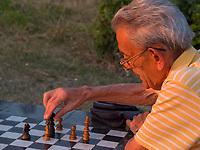 Schachspieler im Park der Festung, Belgrad, Serbien, Europa<br /> Chess player in the park of the fortress,  Belgrade, Serbia, Europe