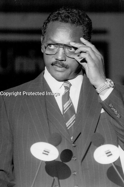 Visiting metro Toronto : Rev. Jesse Jackson speaks to an audience of about 500 yesterday at the Universal Speakers Forum at the Sheraton Centre.<br /> <br /> Photo : Boris Spremo - Toronto Star archives - AQP