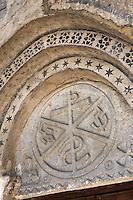 Europe/France/Midi-Pyrénées/65/Hautes-Pyrénées/Mont: L'église Romane Saint-Barthélémy - Le portail et son chrisme