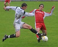 KVC Wingene - SV Moorsele..Youssef Idrissi (recht) en Jonas Bogaert (links) vliegen naar de bal toe...foto VDB / BART VANDENBROUCKE