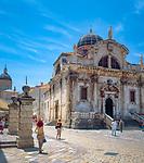 Kroatien; Dalmatien; Dubrovnik: Altstadt - UNESCO Weltkulturerbe - Kirche St. Blasius; im Hintergrund Kathedrale von Dubrovnik | Croatia, Dalmatia, Dubrovnik: Old Town - UNESCO world heritage - church of St Blaise, at background Dubrovnik cathedral