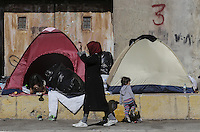 Pictured: Migrants make use of tents at the port Thursday 03 March 2016<br />