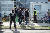 """Am Freitag den 10. Juli 2015 wurde die erste von zwei Containerunterkuenften fuer Fluechtlinge aus dem Buergerkrieg in Syrien im Berliner Bezirk Marzahn-Hellersdorf bei einem """"Tag der offenen Tuer"""" fuer die Anwohner geoffnet. Dies geschah, um die im Stadtteil weit verbreitete Angst und die Vorurteile abzubauen. Der Andrang der Anwohner war sehr gross.<br /> Gegen die Errichtung der zwei Containerunterkuenfte protestierten eine handvoll Nazis und Hooligans. Zum Teil wurden rassistische Parolen gebruellt.<br /> Zum Schutz der Containerunterkuenfte vor rassistischen Protesten waren Mitarbeiter einer Securityfirma und zwei Hunderschaften der Polizei vor Ort.<br /> 10.7.2015, Berlin<br /> Copyright: Christian-Ditsch.de<br /> [Inhaltsveraendernde Manipulation des Fotos nur nach ausdruecklicher Genehmigung des Fotografen. Vereinbarungen ueber Abtretung von Persoenlichkeitsrechten/Model Release der abgebildeten Person/Personen liegen nicht vor. NO MODEL RELEASE! Nur fuer Redaktionelle Zwecke. Don't publish without copyright Christian-Ditsch.de, Veroeffentlichung nur mit Fotografennennung, sowie gegen Honorar, MwSt. und Beleg. Konto: I N G - D i B a, IBAN DE58500105175400192269, BIC INGDDEFFXXX, Kontakt: post@christian-ditsch.de<br /> Bei der Bearbeitung der Dateiinformationen darf die Urheberkennzeichnung in den EXIF- und  IPTC-Daten nicht entfernt werden, diese sind in digitalen Medien nach §95c UrhG rechtlich geschuetzt. Der Urhebervermerk wird gemaess §13 UrhG verlangt.]"""