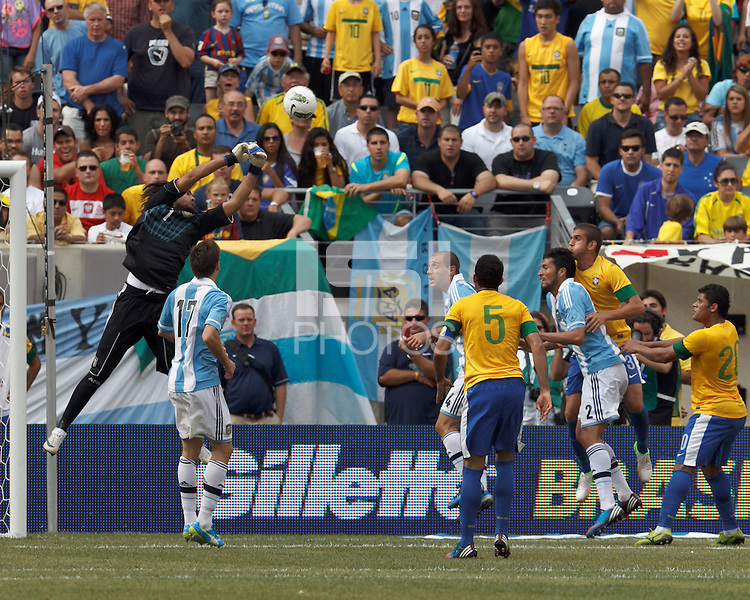 Argentina goalkeeper Sergio Romero (1) mishandles a cross which results in goal by Brazil forward Hulk (20). In an international friendly (Clash of Titans), Argentina defeated Brazil, 4-3, at MetLife Stadium on June 9, 2012.