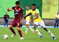 BARRANCABERMEJA-COLOMBIA, 01-02-2020: Henry Rojas de Atlético Bucaramanga y Francisco Rodríguez de Deportes Tolima disputan el balón, durante partido entre Atlético Bucaramanga y Deportes Tolima, de la fecha 3 por la Liga BetPlay DIMAYOR I 2020, jugado en el estadio Daniel Villa Zapata de la ciudad de Barrancabermeja. / Henry Rojas of Atletico Bucaramanga and Francisco Rodriguez of Deportes Tolima vie for the ball during a match between Atletico Bucaramanga and Deportes Tolima, of the 3rd date for the BetPlay DIMAYOR I Legauje 2020 at the Daniel Villa Zapata Stadium in Barrancabermeja city Photo: VizzorImage / José D Martínez / Cont.
