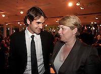 01-06-10, Tennis, France, Paris, Roland Garros, ITF Awasds dinner,  knltb voorzitter Karin van Bijleveld in gesprek met wereldkampioen Roger Federer