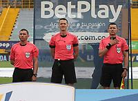 BOGOTÁ- COLOMBIA, 25-03-2021:Wilmar Roldan Pérez referee central durante el encuentro entre La Equidad y Alianza Petrolera  en partido por la fecha 14 como parte de la Liga BetPlay DIMAYOR 2021 jugado en el estadio  Metropolitano de Techo de la ciudad de Bogotá. /Central referee Wilmar Roldan Perez during mach between  La Equidad and Alianza Petrolera   in match for the date 14 as part of the BetPlay DIMAYOR League I 2021 played at  Metropolitano de Techo  stadium in Bogota  city. Photo: VizzorImage / Felipe Caicedo / Staff