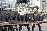 Auswirkungen der Corona-Krise.<br /> Im Bild: Ein geschlossenes Strassencafe auf dem Berliner Alexanderplatz.<br /> 20.1.2021, Berlin<br /> Copyright: Christian-Ditsch.de