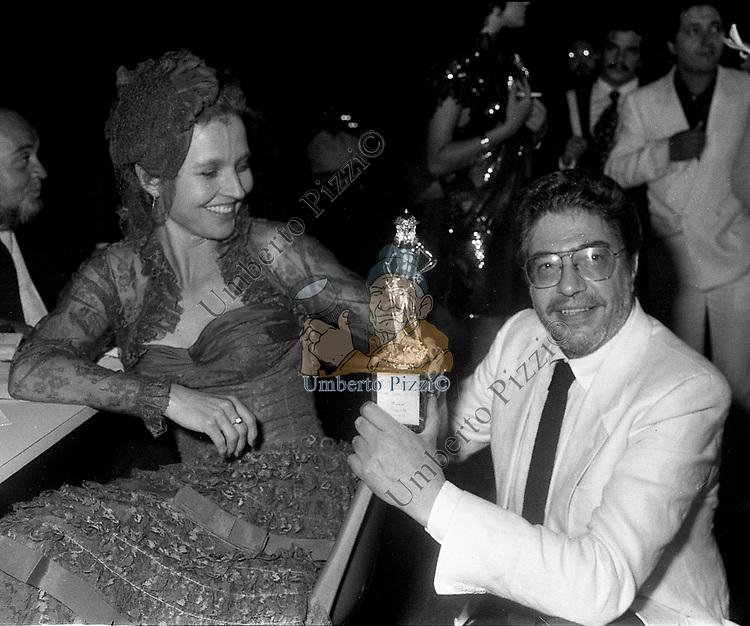 ETTORE SCOLA CON HANNA SCHYGULLA<br /> PREMIO DAVID DI DONATELLO ROMA 1983