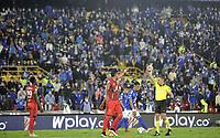 BOGOTA - COLOMBIA, 06-09-2021: Juan Alba, arbitro muestra tarjeta amarilla a David Carrero de Patriotas Boyaca F. C. durante partido entre Millonarios F. C. y Patriotas Boyaca F. C. de la fecha 8 por la Liga BetPlay DIMAYOR II 2021 jugado en el estadio Nemesio Camacho El Campin de la ciudad de Bogota. / Juan Alba, referee shows yellow card to David Carrero de Patriotas Boyaca F. C. during a match between Millonarios F. C. and Patriotas Boyaca F. C. of the 8th date for the BetPlay DIMAYOR II 2021 League played at the Nemesio Camacho El Campin Stadium in Bogota city. / Photo: VizzorImage / Luis Ramirez / Staff.