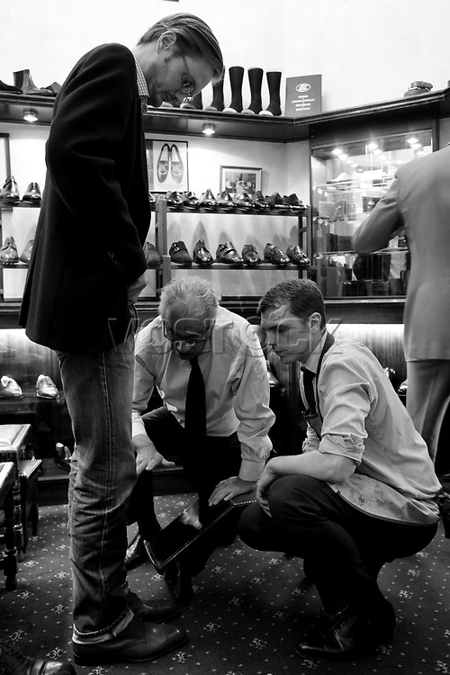 George Glasgow und Adam Law Pekka Leppanen<br /> Schuhe von George Cleverley <br /> <br /> Engl.: Europe, England, Great Britain, London, shoes handmade by George Cleverly, handicraft, tradition, shoemaker, employee George Glasgow and Adam Law, June 2013