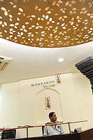 INDIA Maharashtra, Monsanto headoffice India in Mumbai, distribution of patented and gene modified seeds, herbicides, pesticides in India like Bt cotton Bollgard II and Round-up / INDIEN Maharashtra, Monsanto Zentrale in Mumbai , Vertrieb von gentechnisch veraendertem und patentiertem Saatgut und Pestiziden auf dem indischen Agrarmarkt z.B Bt Baumwolle Bollgard II