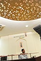 INDIA Maharashtra, Monsanto headoffice India in Mumbai, distribution of patented and gene modified seeds, herbicides, pesticides in India like Bt cotton Bollgard II and Round-up / INDIEN Maharashtra, Monsanto Zentrale in Mumbai , Vertrieb von gentechnisch veraendertem und patentiertem Saatgut und Pestiziden auf dem indischen Agrarmarkt z.B Bt Baumwolle Bollgard II