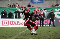 Shane Boyd (Quarterback Cologne Centurions) ¸bergibt den Ball an Fred Russell (Runningback COlogne Centurions)