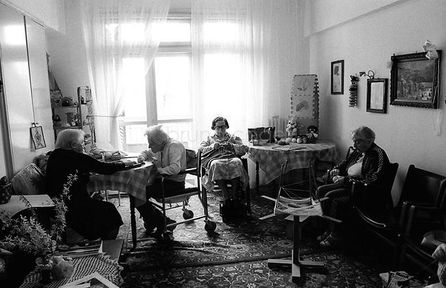 "ROMANIA, Bucharest, June 2003..""Moses Rosen"" hospital for eldery people of the Jewish community. Within a few years, the Jewish community, whose average age well over 70 years has completely disappeared from Romania..ROUMANIE, Bucarest, Juin 2003. .Maison de retraite ""Moses Rosen"" de la communauté juive de Bucarest..D'ici quelques années, la communauté juive dont la moyenne d'âge dépasse largement les 70 ans aura complètement disparue de roumanie..© Bruno Cogez"