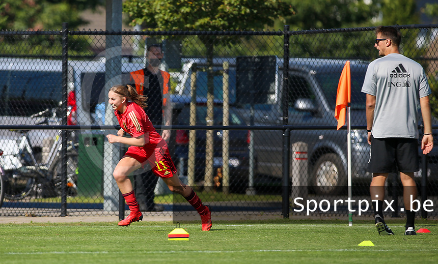 Zarah Taillieu (11) of Belgium sprints during the warm up before an international friendly female soccer game between the national teams of Belgium , called the Red Flames U17 and the Netherlands on Wednesday 8th of September 2020  in Kalmthout , Belgium . PHOTO SPORTPIX.BE   SPP   SEVIL OKTEM