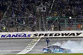 Monster Energy NASCAR Cup Series<br /> Go Bowling 400<br /> Kansas Speedway, Kansas City, KS USA<br /> Saturday 13 May 2017<br /> Martin Truex Jr, Furniture Row Racing, Auto-Owners Insurance Toyota Camry celebrates his win with a burnout<br /> World Copyright: Nigel Kinrade<br /> LAT Images<br /> ref: Digital Image 17KAN1nk10345