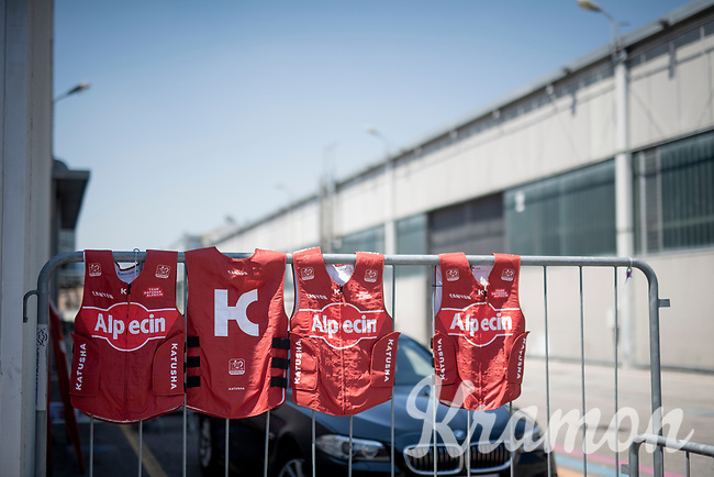 a very hot day for the final stage brings out the ice vests<br /> <br /> Stage 21 (ITT): Verona to Verona (17km)<br /> 102nd Giro d'Italia 2019<br /> <br /> ©kramon