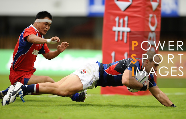 Hong Kong player Pete McKee (R) scores against Mongolia during Day 1 of the Shanghai Sevens at the Yuanshen Stadium on August 27, 2011 in Shanghai, China, part of the HSBC Asian Sevens Series. Photo by © Victor Fraile / The Power of Sport Images for Fast Track / HSBC