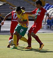 Cont.<br /> NEIVA - COLOMBIA -13 -07-2016: William Duarte (Izq.) jugador de Atletico Huila disputa el balón con Jonathan Muñoz (Der.) jugador de Atletico Bucaramanga, durante partido entre Atletico Huila y Cortulua, por la fecha 3 de la Liga Aguila II 2016 en el estadio Guillermo Plazas Alcid de Neiva. / William Duarte (L), player of Atletico Huila vies for the ball with Jonathan Muñoz (R) player of Atletico Bucaramanga, during a match between Atletico Huila and Cortulua, for the date 3 of the Liga Aguila II 2016 at the Guillermo Plazas Alcid Stadium in Neiva city. Photo: VizzorImage  / Sergio Reyes / Cont.