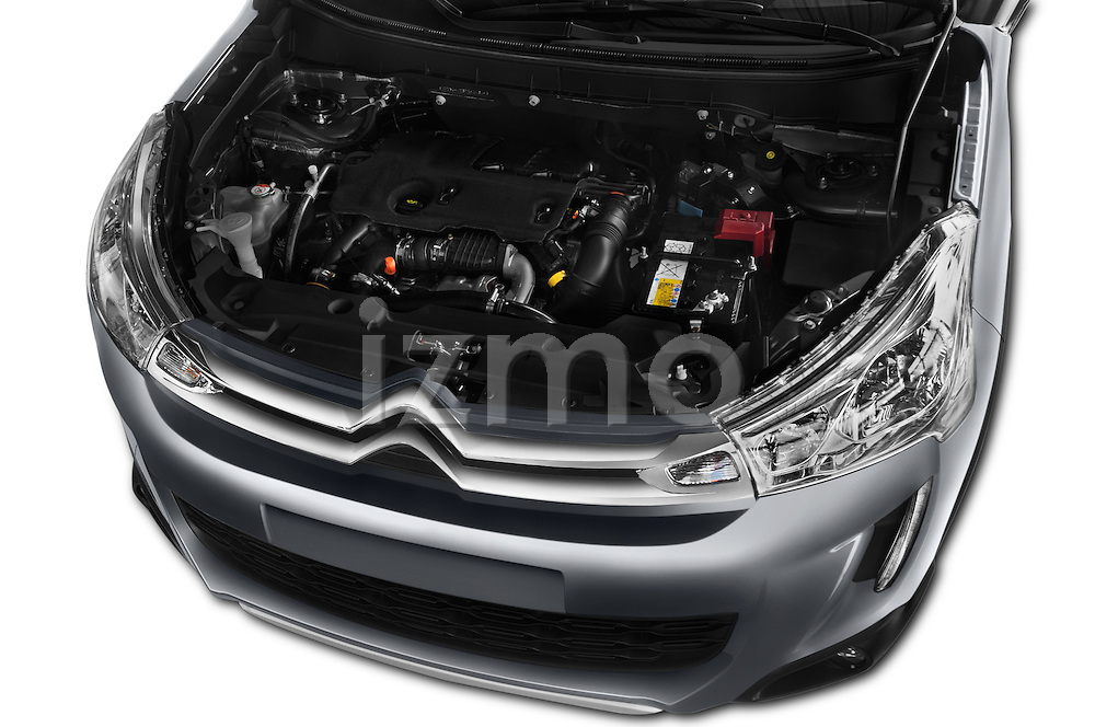 Car Stock 2016 Citroen C4-Aircross Feel-Edition 5 Door Suv Engine  high angle detail view