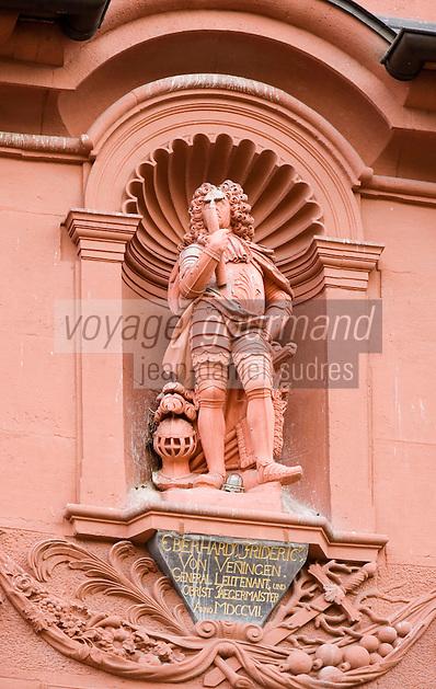 Europe/Allemagne/Bade-Würrtemberg/Heidelberg: Détail Maison Baroque - Maison du Géant - Haus zum Riesen - Statue monumentale deu baron Friedrich von Venningen dans la rue principale Hauptstrasse