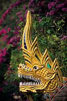 """Asie/Thaïlande/Env de Chiang Mai/Parc National de Doi Suthep-Doi Pui : Sanctuaire du Wat Phra That Doi Suthep dans la montagne Doi Suthep (Fondé en 1383 pour abriter de précieuses reliques)- Détail """"Nagas"""" serpents à tête de dragon"""