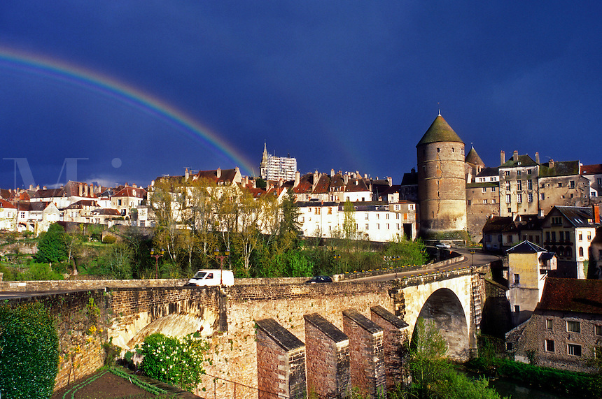 AJ1638, Burgundy, rainbow, France, Semur-en-Auxois, Europe, A colorful rainbow stretches across the fortified town of Semur-en-Auxois after a storm in Burgundy, France.