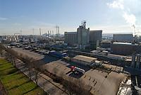 Europa Deutschland DEU , Werk ADM International, Konzern Archer Daniels Midland , im Hamburger Hafen , Oelmuehle und Biodiesel Werk , Verarbeitung von Sojabohnen und Rapssaat zu Biokraftstoffen / Germany GER Hamburg oilmill and biodiesel plant ADM, Archer Daniels Midland , production of bio fuels