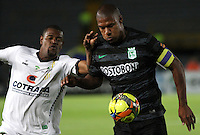 BOGOTA -COLOMBIA, 1 -SEPTIEMBRE-2014. Jose Moreno  ( I) de La Equidad  F.C. disputa el balón con Alexis Henriquez  ( D ) del Atletico Nacional  durante partido de la  septima  fecha  de La Liga Postobón 2014-2. Estadio Nemesio Camacho El Campin . /Jose Moreno  (L) of Equidad FC    fights for the ball with Alexis Henriquez  of Atletico Nacional    during match of the 7th date of Postobon  League 2014-2. El Campin  Stadium. Photo: VizzorImage / Felipe Caicedo / Staff
