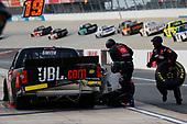 #51: Chandler Smith, Kyle Busch Motorsports, Toyota Tundra JBL pit stop
